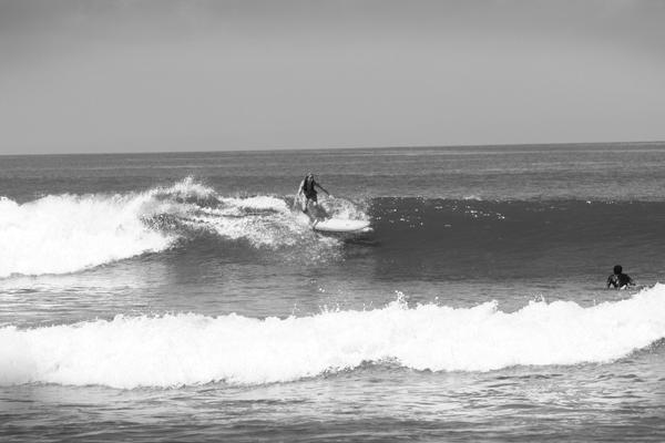 medewi-surfing_bw